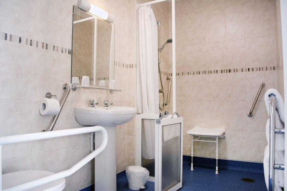 Adapted Bathroom, TLH Leisure Resort, Torquay