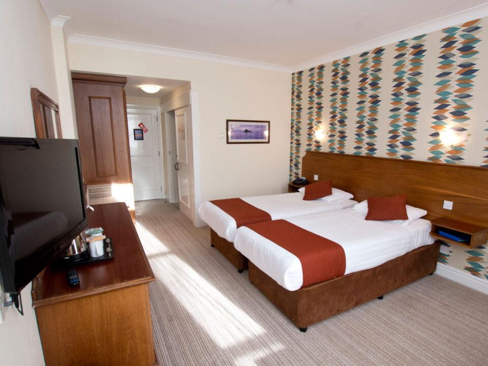 TLH Toorak Hotel Twin Bedroom