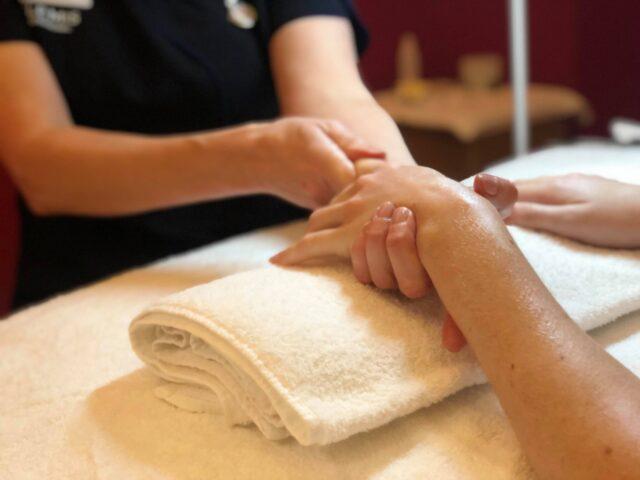 Hand massage Aztec Spa