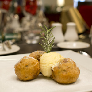 Christmas Pudding & Mince Pie Fritter Balls